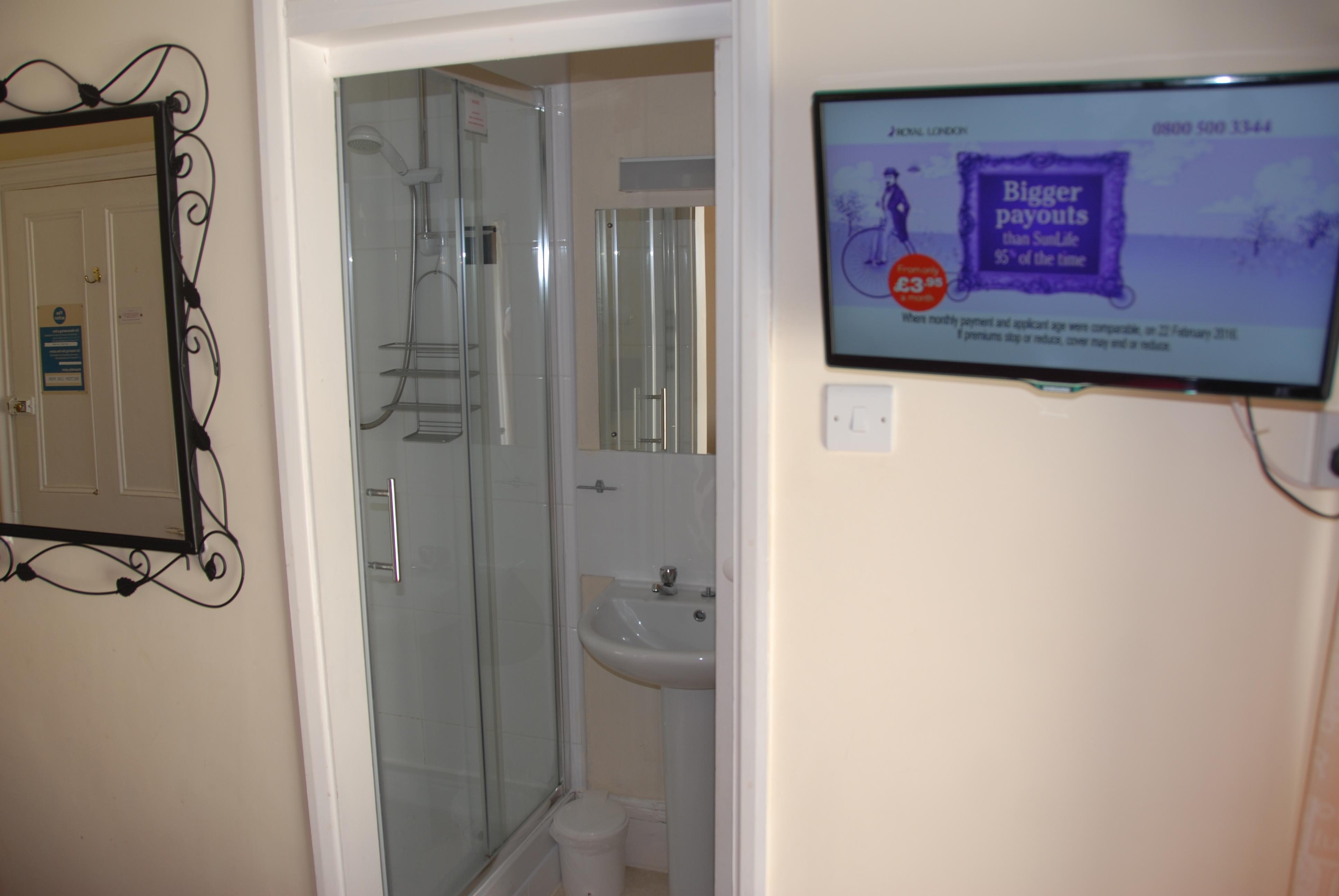 Room 6 en-suite
